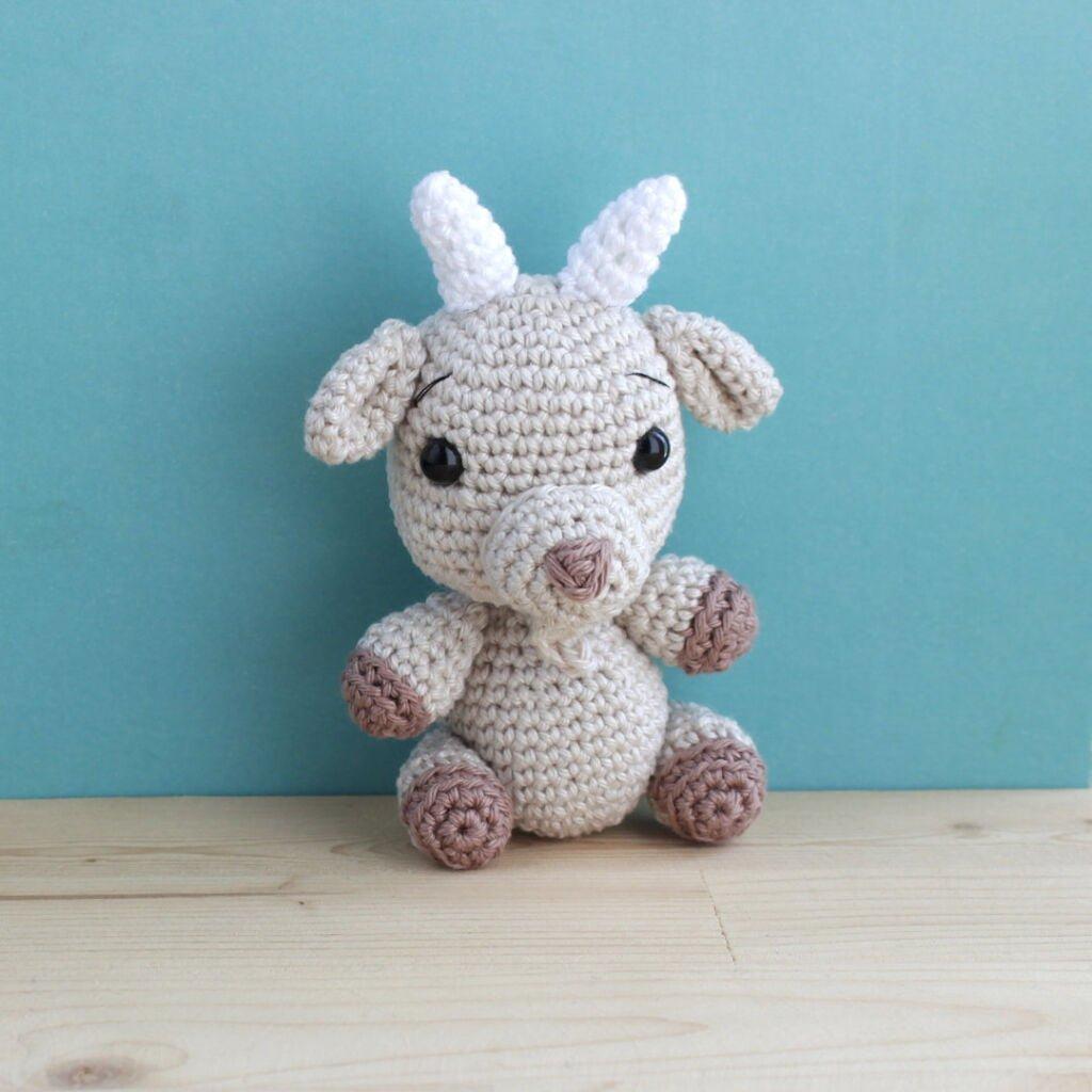 amigurumi crochet goat